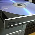 DVDが焼けない事が判って、はや2週間。 ようやく、解決です。 解決のきっかけは、ドライブをもう新しいのに換えてしまおうと、 お店で色々と物色してい...