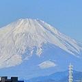 朝起きると喉がイガイガ…。 部屋が乾燥しているよう。 ここのところ、急に寒くなりました。 ふと、外に目をやると、富士山が見事に雪化粧してす。 出勤前...