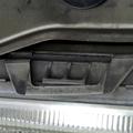 2006年5月のこと今年初めてかなと思うくらい久しぶりの洗車でした。フードを開け、ウオッシャー液を補充したりの点検中に左ヘッドライトのレンズと本体側...