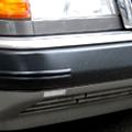 タイヤクリーナーによって黒々と蘇ったフロントバンパーのウレタン部分です。 ようやく機関関係の修復が一段落したところで、外観を眺めてみると フロントバ...