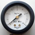先メルセデスはフューエルリッドの裏に空気圧の指定が示してありますが、乗車定員や荷物の量で細かく指定しています。マニュアル(93年)に添付される別紙に...