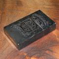 常用していないとスターリングシルバー(925)は、 酸化して真っ黒になってしまいます。続編ですが、どれほど黒いかを撮ってみました。途中経過の飴色?を...