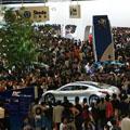 大盛況だった上海モーターショー。やはり人口の多さを感じる。このマーケットの生活水準が上がることが、世界の景気低迷に貢献? 今年の秋に開催される東京モ...