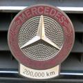Daimler AGから20万キロ走行のエンブレムを頂いてから2年と3ヶ月、およそ2万キロの風を受けた20万キロエンブレムも決して良い味とは言えませ...