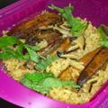 ルクエ スチームケースOGYAで炊き込みご飯にチャレンジしてみました。 30分ほど、吸水させた米に干し椎茸とさんまの缶詰を汁ごと入れ、 みりんとしょ...