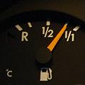 5月でトラブルは大旨カタが付いたかな・・・。そうは問屋が卸さないのが20年オーバーのW124です。 大きな支障は有りませんが、燃料計の指針が踊ります...